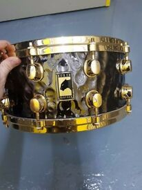 Mapex Black Panther, Hand-Hammered Brass Snare, Gold hardware