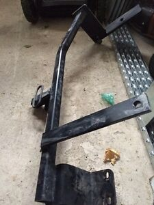 Trailer Hitch - VW Jetta Wagon 2011