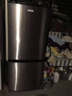 Nice buttom freezer stainless steel 285 liter great working fridg