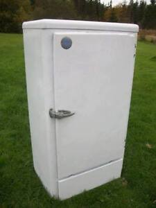 Restored 1930's Frost King, Ice Box