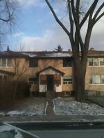 2 Bedroom Townhouse,Updated, Yard,July 1 /August 1,$629+
