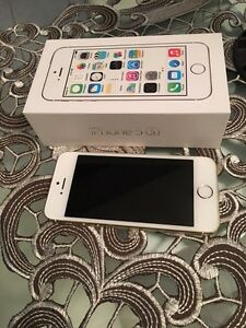 iPhone 5S. 16 gb white gold Rogers