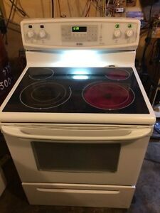 Glass top convectional Kenmore elite stove