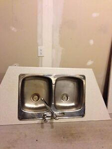 Free Laminate kitchen countertops and sink