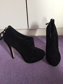 Black ankle boot heels size 4