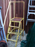 3' Elevated Stand with Steps and Railing