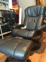 Palliser Chair and Ottoman with Built in Speakers-Like New!!!