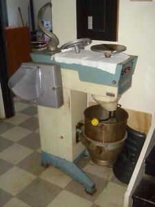 Industrial mixer,shredder with attachments 30 qt