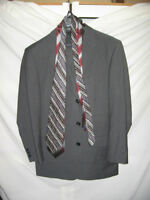 MENS 2 PIECE SUIT WITH SILK TIES SZ 40 - 44