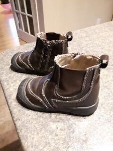 Little toddler boots size 6