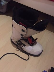 DC 9.5 snowboard boots