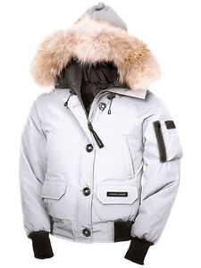 SELLING WHITE CANADA GOOSE CHILLIWACK BOMBER (XS)