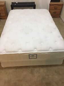 Deluxe Sealy bed / lit like New - Delivery