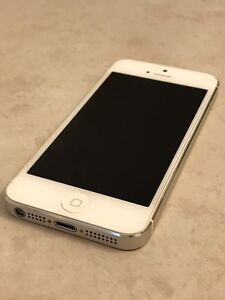 iPhone 5 Silver/White 16G Great Condition