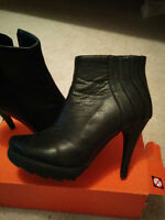Black Leather Heels, Clean Condition [Size 7 1/2]