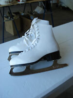Womens/girls figure skates