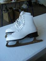 Womens/girls figure skates