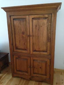 Armoire en bois deux portes meubles dans rimouski bas for Kijiji rimouski meuble