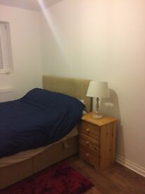 2 bedroom house in Woodstock Crescent, London, London, N9