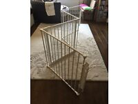 Baby dan room divider with opening gate