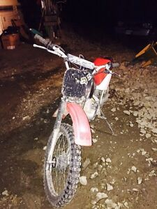 Honda dirt bike, 1,000$ Williams Lake Cariboo Area image 1