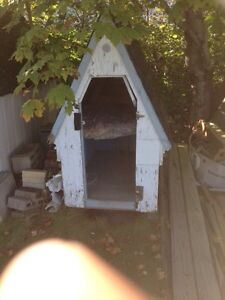 Small storage shed/dog house