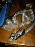 "2 SETS OF SNORKELING EQUIPMENT/""BODY GLOVE"""