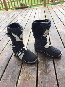Thor dirt bike boots size 7 youth Kingston Kingston Area image 1