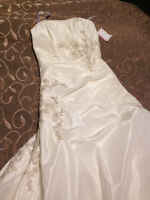 brand new strapless wedding dress and veil