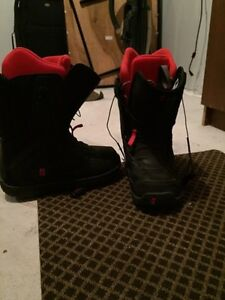 Snow boarding boots