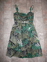 Green & black tropical styled dress - $20 (size 6 / small-med)