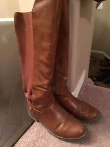 Hudson's Bay Boots Size 7
