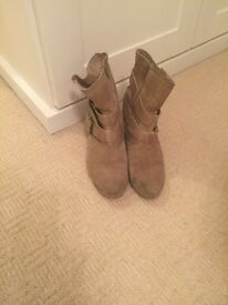Suave boots with zip up sizes by Aldo