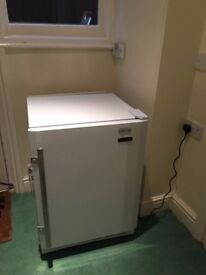 **COMMERCIAL**UNDERCOUNTER FREEZER**VERY GOOD CONDITION**FULLY WORKING**COLLECTION\DELIVERY**BARGAIN