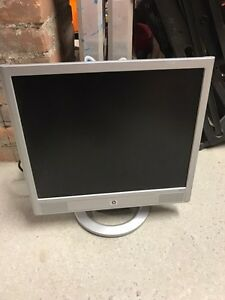 """17"""" VGA HP monitor  with built in speakers"""