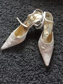 Size 5 ivory shoes