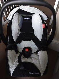 Recaro car seat and isofix 0+
