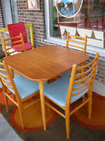 Table en Tec avec 4 Chaises Danois , Made in Denmark mid Century