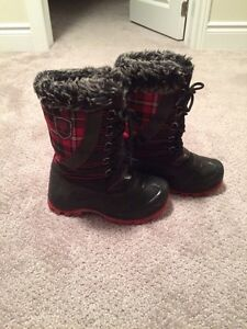 Girls size 1 Canadiana snow boots