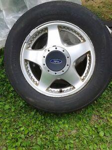 4 mags avec pneus ford 215-65-r16