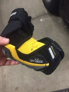 Hockey stuff - shoulder, shin, gloves, skates Strathcona County Edmonton Area image 4