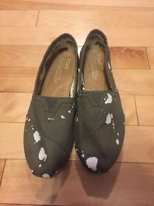 Brand New Tom's Special Edition, Olive Green (paint), Size 7