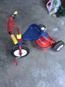 Radio flyer tricycle with parent control handle