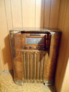 RCA Victor Globetrotter antique radio - Price Reduced!!