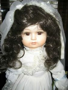 MUSICAL PORCELAIN BRIDE DOLL Kitchener / Waterloo Kitchener Area image 3