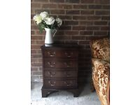 LOVELY BEDSIDE TABLE CABINET MAHOGANY WOOD MADE IN ENGLAND LOVELY