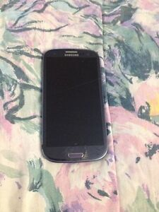 Samsung s3, has cracked screen but doesn't affect the use.