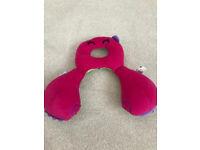 Trunki pink neck pillow