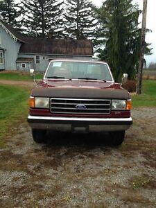 1990 Ford F-250 Xlt Pickup Truck