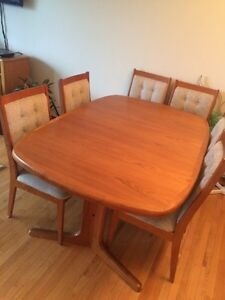 TEAK WOOD DINING ROOM TABLE & CHAIR SET FOR SALE